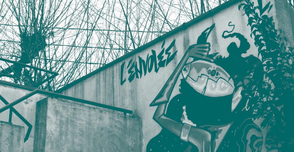 Mur devant l'Envolée avec graff science fiction